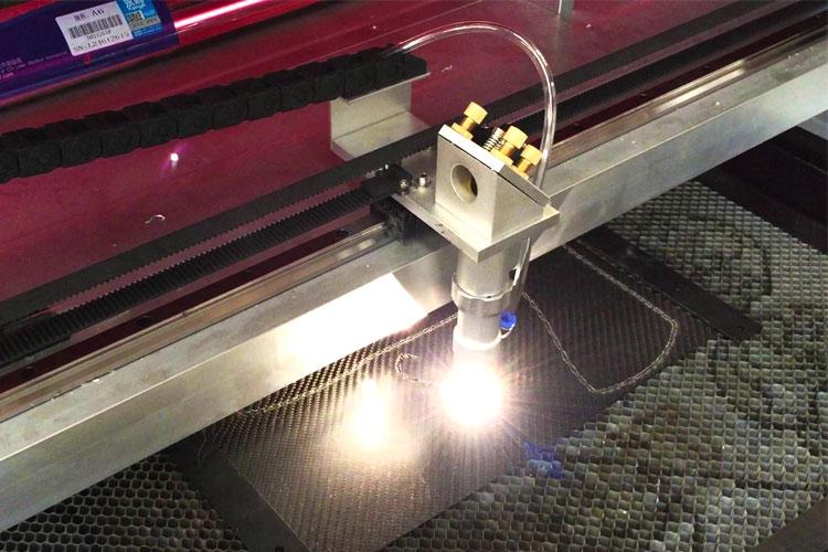 Taglio-e-Incisione-taglio-Laser-Carbonio