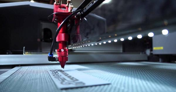 incisioni su metallo laser